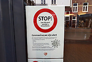 Nederland, Nijmegen, 13-3-2020 In de winkelstraten is het een stuk rustiger als normaal . Een vestiging van zorgverzekeraar CZ heeft in vijf talen een waarschuwing tegen het virus opgehangen.Veel winkels hebben bij de ingang een mededeling die verwijst naar het handen schudden of afstand houden van het personeel naar de klant toe . Foto: Flip Franssen