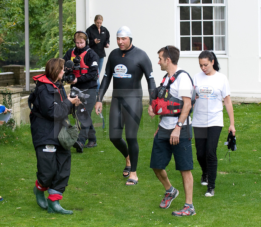 © licensed to London News Pictures. London, UK.  10/09/2011. David Walliams with his crew before re-entering the River Thames at Monkey Island, Bray, Berkshire today (10/09/2011) on day 6 of his Sport Relief Challenge 'Wallians Vs The Thames'. Photo credit: Ben Cawthra/LNP