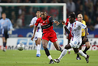Fotball<br /> Frankrike 2004/05<br /> Rennes v Lyon<br /> 11. september 2004<br /> Foto: Digitalsport<br /> NORWAY ONLY<br /> ABDESLAM OUADDOU (REN) / MICHAEL ESSIEN (LYON)