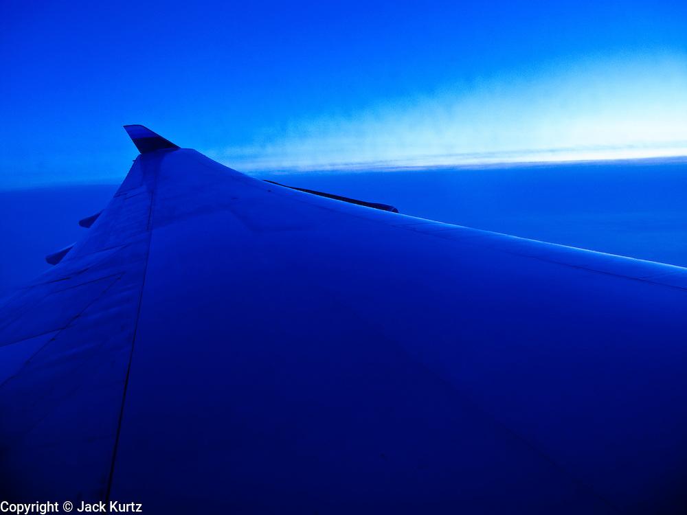 23 MAY 2010 - SAN FRANCISCO, CA: Wingtip of a Boeing 747-400 flying between Tokyo (Narita) and San Francisco airports. A United Airlines airplane. PHOTO BY JACK KURTZ