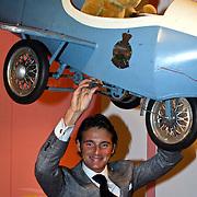 NLD/Apeldoorn/20081101 - Opening tentoonstelling SpeelGoed op paleis Het Loo, Maurits met zijn vliegtuigje