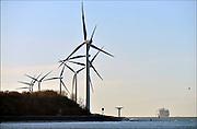 Nederland, Rotterdam, 3-3-2015Windmolens in de Rijnmond, Rotterdamse haven. Hier aan ingang, monding van de nieuwe waterweg bij de NoordzeeFOTO: FLIP FRANSSEN/ HOLLANDSE HOOGTE
