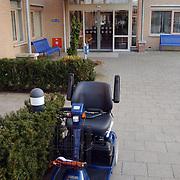 Folder Vooranker Huizen, electrische rolstoel voor de ingang