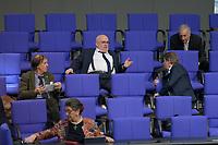 DEU, Deutschland, Germany, Berlin, 25.02.2021: Blick in die Reihen der AfD-Fraktion bei der Plenarsitzung im Deutschen Bundestag. Bildmitte: Jürgen Pohl (MdB, AfD) im Gespräch mit Abgeordneten der AfD-Bundestagsfraktion.