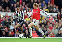 Ray Parlour breaks past Kieron Dyer to score his 1st and Arsenals 2nd goal. Arsenal 5:0 Newcastle United, F.A.Carling Premiership, 9/12/2000. Credit Colorsport / Stuart MacFarlane.