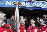Fotball, 07. november 2004, NM-finale herrer, cupfinale ,  Brann - Lyn 4-1,  Ragnvald Soma, Brann, jubler med pokalen