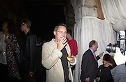 Vic Reeves. Apocalypse opening. Royal Academy. 18 September 2000. © Copyright Photograph by Dafydd Jones 66 Stockwell Park Rd. London SW9 0DA Tel 020 7733 0108 www.dafjones.com