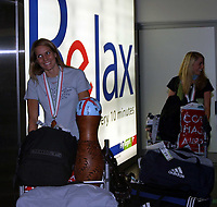 Håndball , 20 desember 2004 , Gardermoen , EM - jentene kommer hjem .<br /> <br /> Gro Hammerseng  og Randi Gustad .