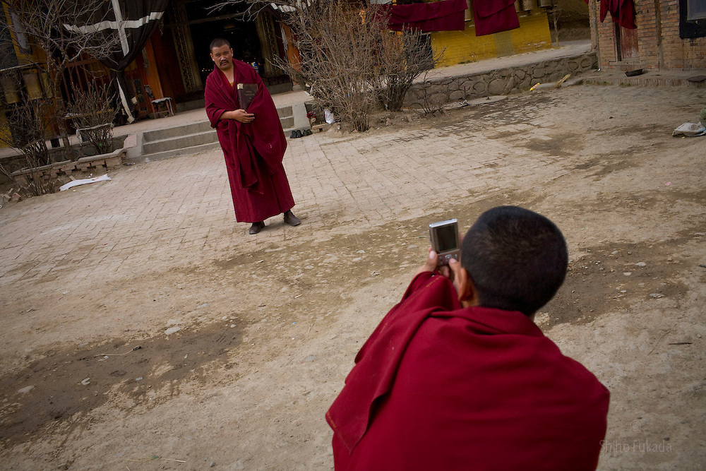 Tibet New Year - China - Edward Wong<br /> Monks take pictures of each other at Rongwo monastery  (Longwu in Chinese) in Rebkong (Tongren in Chinese), Qinghai province in China, February 24, 2009. Photo by Shiho Fukada for The New York Times