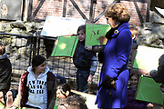 Hare Koninklijke Hoogheid Prinses Margriet heeft in Amsterdam 'Artis in Bloei' ter gelegenheid van het 175-jarig bestaan van Artis gepend.  <br /> <br /> Her Royal Highness Princess Margriet opend in Amsterdam Artis in Bloom 'on the occasion of the 175th anniversary of Artis Zoo Amsterdam.<br /> <br /> Op de foto / On the photo:  Prinses Margriet maakt een wandeling door dierentuin Natura Artis Magistra.  ////// Princess Margriet is a walk through Natura Artis Magistra zoo.