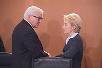 11 FEB 2014, BERLIN/GERMANY:<br /> Frank-Walter Steinmeier (L), SPD, Bundesaussenminister, und Ursula von der Leyen (R), CDU, Bundesverteidigungsministerin, im Gespraech, vor Beginn der Kabinettsitzung, Bundeskanzleramt<br /> IMAGE: 20150211-01-016<br /> KEYWORDS: Kabinett, Sitzung, Gespräch