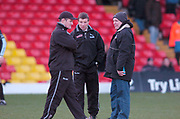 2004/05 Powergen Cup, Saracens vs Newcastle Falcons, 19.12.2004, Watford, ENGLAND: Centre, Rob ANDREW,  overseeing the pre game training, , Watford, Hertfordshire, England, UK., 19th December 2004, [Mandatory Credit: Peter Spurrier],