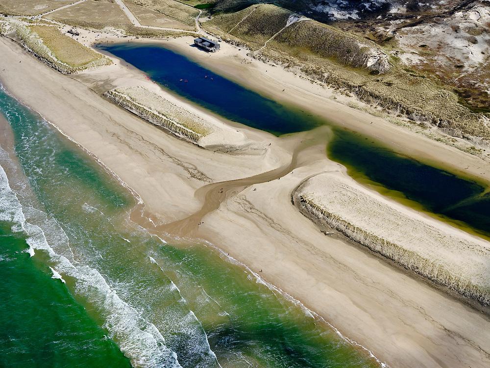 Nederland, Noord-Holland, Bergen, 07-05-2021; Lagune tussen Hargen aan Zee en Camperduin; het strandmeer is ontstaan door een combinatie van zandsuppletie en ontgraven van het oorspronkelijke strand.<br /> Lagoon between Hargen aan Zee and Camperduin; the beach lake was created by a combination of sand nourishment and excavation of the original beach.<br /> <br /> luchtfoto (toeslag op standaard tarieven);<br /> aerial photo (additional fee required)<br /> copyright © 2021 foto/photo Siebe Swart