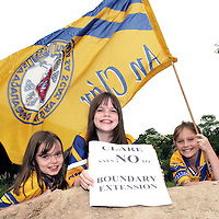 24.06.05.<br /> Shona Conlon, 9 Ardnacrusha, Aishling Conlon, 11, Ardnacrusha and Audrey Ryan, 9, Parteen pictured in Shannon Banks on the Clare side of Athlunkard Bridge in Corbally  protesting against the Boundary Extension with C.A.B.E. (Clare Against Boundary Extension). Picture: Alan Place/Press 22.
