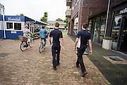 In Leusden zorgen studenten van de ROC A12 opleiding Veiligheid & Toezicht als stagiair voor toezicht en handhaving in het winkelcentrum De Biezenkamp. De ondernemers in het winkelcentrum bepalen welke taken de studenten krijgen, de politie en een buitengewoon opsporingsambtenaar begeleiden de studenten.