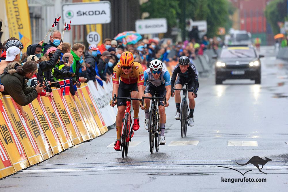 Tobias Svendsen Foss vant herrenes elite klasse under NM på sykkel 2021 i Kristiansand. Her kommer Andreas Leknessund inn som nummer 4.