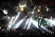 Nederland, Nijmegen, 16-7-2012Onlosmakelijk met de vierdaagse, 4daagse, zijn in Nijmegen de vierdaagse feesten, de zomerfeesten. talrijke podia staat een keur aan artiesten, voor elk wat wils.Elke avond komen tegen de honderdduizend bezoekers naar de binnenstad. De politie heeft inmiddels grote ervaring met het spreiden van de mensen, het zgn. crowd control. Op de foto het podium van dicotheek,the Matrixx, voor house en dance. Hier word veel gebruik gemaakt van laserstralen voor de lichtshow..Foto: Flip Franssen/Hollandse Hoogte
