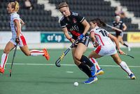AMSTELVEEN -  Michelle Fillet (Amsterdam) passeert Marlena Rybacha (Oranje Rood)   tijdens de hockey hoofdklasse competitiewedstrijd  dames, Amsterdam-Oranje Rood (2-1).  COPYRIGHT KOEN SUYK