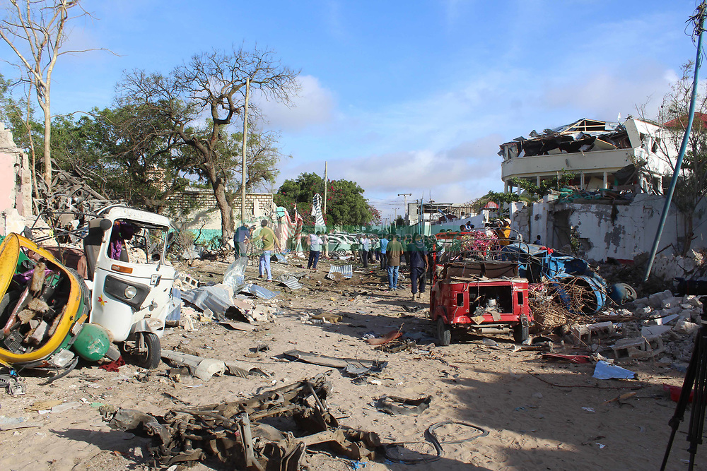 June 15, 2017 - Mogadishu, Somalia - Explosion site in Mogadishu, capital of Somalia. Gunmen attacked two restaurants in Somalia's capital of Mogadishu on Wednesday night, killing at least 18 people. (Credit Image: © Faisal Isse/Xinhua via ZUMA Wire)
