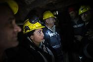 Valentina Zurru con i colleghi durante una risalita nella gabbia