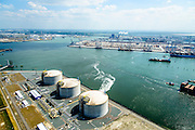 Nederland, Zuid-Holland, Rotterdam, 10-06-2015; Maasvlakte met Gate terminal aan het Yangtzekanaal (voorheen Yangtzehaven). De terminal voor dient voor LNG import.<br /> Maasvlakte with Gate terminal for LNG import.<br /> luchtfoto (toeslag op standard tarieven);<br /> aerial photo (additional fee required);<br /> copyright foto/photo Siebe Swart