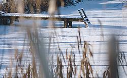 THEMENBILD - ein verschneiter Holzsteg führt in einen zugefrorenen See, aufgenommen am 09. Jänner 2021 in Kaprun, Oesterreich // a snow-covered wooden footbridge leads into a frozen lake, in Kaprun, Austria on 2021/01/09. EXPA Pictures © 2021, PhotoCredit: EXPA/Stefanie Oberhauser