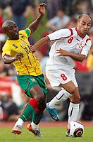 Fotball<br /> Kamerun v Georgia<br /> Lienz Østerrike<br /> 25.05.2010<br /> Foto: Gepa/Digitalsport<br /> NORWAY ONLY<br /> <br /> FIFA Weltmeisterschaft 2010 in Suedafrika, Vorberichte, Vorbereitung, Vorbereitungsspiel, Freundschaftsspiel, Laenderspiel, Kamerun vs Georgien. <br /> <br /> Bild zeigt Achille Webo (CMR) und Zurab Menteshashvili (GEO).