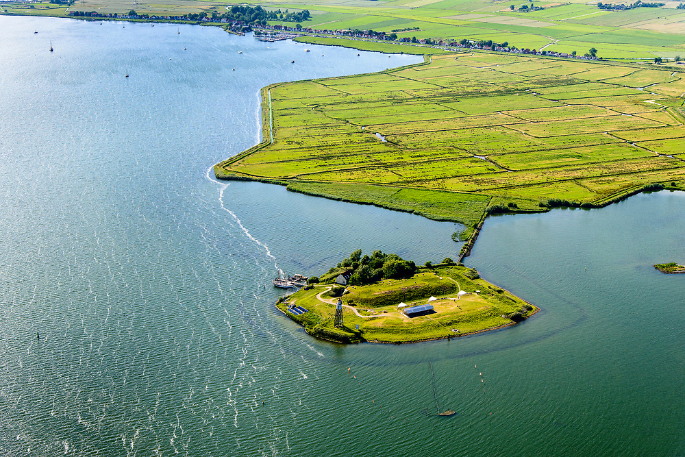 Nederland, Noord-Holland, Amsterdam, 13-06-2017; Buiten-IJ met Polder IJdoorn, Vuurtoreneiland met Kustbatterij (Fort Durgerdam, onderdeel van de Stelling van Amsterdam). Rijksmonument, onderdeel van de Werelderfgoedlijst van Unesco. Durgerdam in de achtergrond.<br /> Lighthouse Island with coastal Battery, part of the Defence Line of Amsterdam. Unesco World Heritage.<br /> luchtfoto (toeslag op standaard tarieven);<br /> aerial photo (additional fee required);<br /> copyright foto/photo Siebe Swart