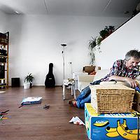 Nederland, Amsterdam , 1 augustus 2013.<br /> Evert eerste bewoner van het huis voor gescheiden ouders aan de Ben van Merendonkstraat 162 op IJburg.<br /> Foto:Jean-Pierre Jans
