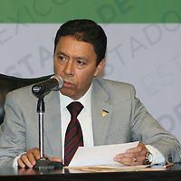 Toluca, México.- Uriel Galicia, Rector de la Universidad Mexiquense del Bicentenario durante la firma del acuerdo estratégico por la Educación Media Superior y Superior entre la UAEM y el GEM. Agencia MVT / José Hernández