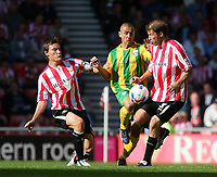 Photo: Andrew Unwin.<br /> Sunderland v West Bromwich Albion. Coca Cola Championship. 28/08/2006.<br /> West Bromwich's Kevin Phillips (C) fights for the ball.