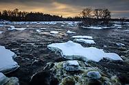 Is och snö i forsarna vid Gysinge