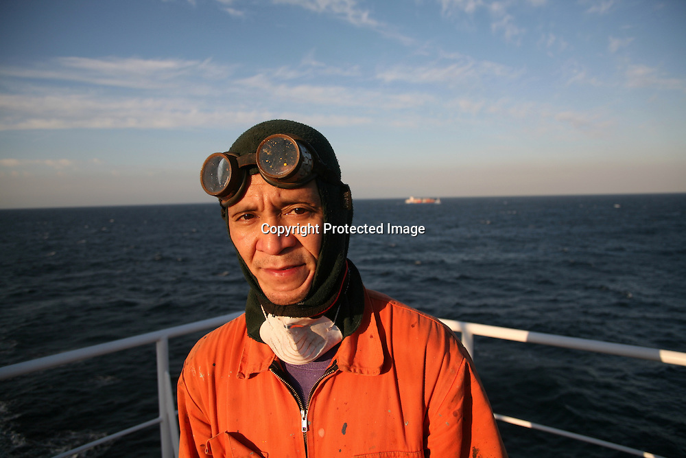 Philippino sailer at work