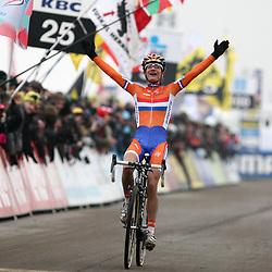 Marianne Vos wereldkampion in het veld.
