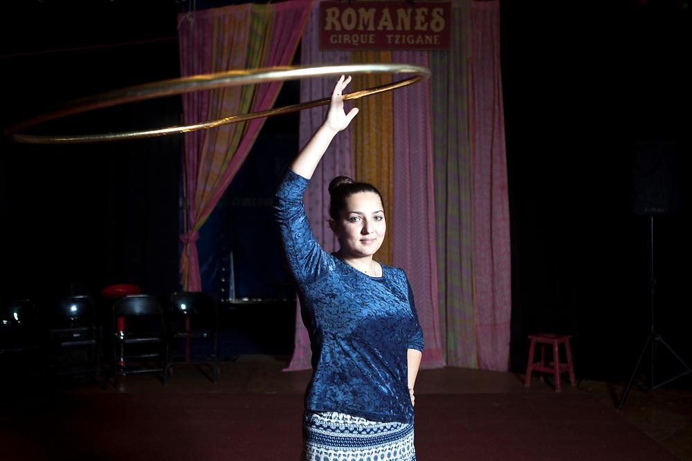 Le Cirque Romanès, premier cirque tzigane d'Europe, est fondé en 1994 par Alexandre et Délia Romanès.