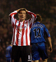 Photo: Jed Wee.<br /> Sunderland v Middlesbrough. Barclays Premiership. 31/01/2006.<br /> <br /> Sunderland's Dean Whitehead has his head in his hands after missing a golden opportunity.