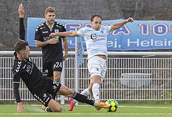 Morten Ohlsen Hansen (Kolding IF) forsøger at stoppe Frederik Bay (FC Helsingør) under kampen i 1. Division mellem FC Helsingør og Kolding IF den 24. oktober 2020 på Helsingør Stadion (Foto: Claus Birch).