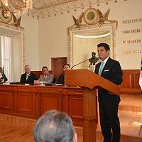 Toluca, Méx.- Sergio Javier Medina Peñaloza, presidente del Tribunal Superior de Justicia del Estado de México, durante la firma de convenio de colaboración con la Fundación UAEMEX. Agencia MVT / José Hernández