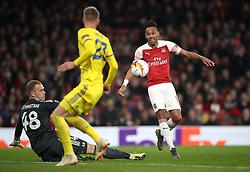 Arsenal's Pierre-Emerick Aubameyang (right) sees his shot blocked by FC BATE Borisov goalkeeper Denis Scherbitski (left) during the UEFA Europa League round of 32 second leg match at the Emirates Stadium, London.