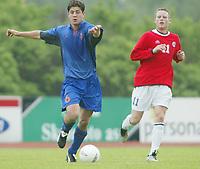Fotball. Privatlandskamp U21. Sandefjord. 20.05.2002.<br /> Norge v Nederland 1-1.<br /> Simen Brenne, Norge og Moss.<br /> Rogier Molhoek, Nederland og RKC Waalwijk.<br /> Foto: Morten Olsen, Digitalsport
