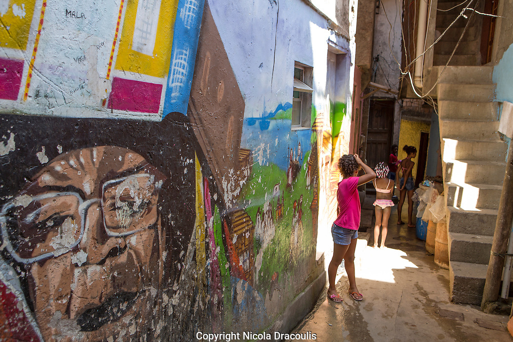 Rio de Janeiro 2013. <br /> Part of the series Viver no Meio do Barulho (Living in the Middle of the Noise) .