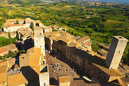 Arial View of Plazza Cisterna, San Gimignano - Tuscany - Chainti Italy .<br /> <br /> Visit our ITALY PHOTO COLLECTION for more   photos of Italy to download or buy as prints https://funkystock.photoshelter.com/gallery-collection/2b-Pictures-Images-of-Italy-Photos-of-Italian-Historic-Landmark-Sites/C0000qxA2zGFjd_k<br /> If you prefer to buy from our ALAMY PHOTO LIBRARY  Collection visit : https://www.alamy.com/portfolio/paul-williams-funkystock/sangimignano.html