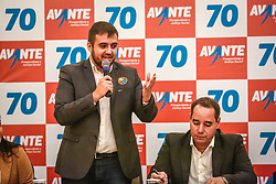 """PORTO ALEGRE, RS, BRASIL, 15-03-2018, 20h25'43"""":  O empresário Rubens Rebés e o advogado Tomaz Schuch são os novos dirigentes do AVANTE, no RS. A posse da direção estadual do partido contou com a presença do Deputado Federal e presidente nacional, Luís Tibê (MG), e ocorreu na noite de quinta-feira (15/3) no Hotel Intercity. AVANTE é um partido político brasileiro, fundado como Partido Trabalhista do Brasil (PTdoB) por dissidentes do Partido Trabalhista Brasileiro (PTB), em 1989. Seu número eleitoral é o 70. O novo nome, criado a partir do desejo das pessoas que lutam por um país que segue em frente, se aproxima ainda mais dos verdadeiros objetivos do partido, alicerçado ao longo de sua história e atrelado aos novos pilares: compromisso, prosperidade, humanidade, coletividade, diálogo, transparência e liberdade. (Foto: Gustavo Roth / Agência Preview) © 15MAR18 Agência Preview - Banco de Imagens"""