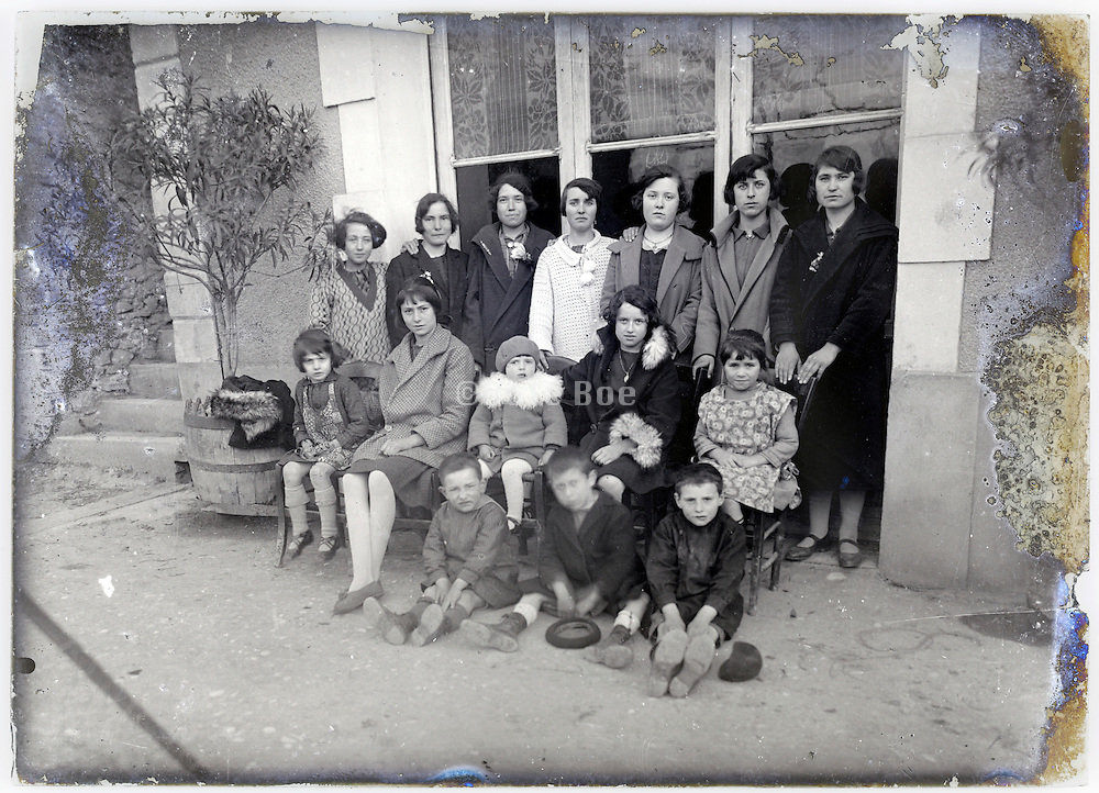 young adult girls and mothers with little children posing for group portrait early 1900s