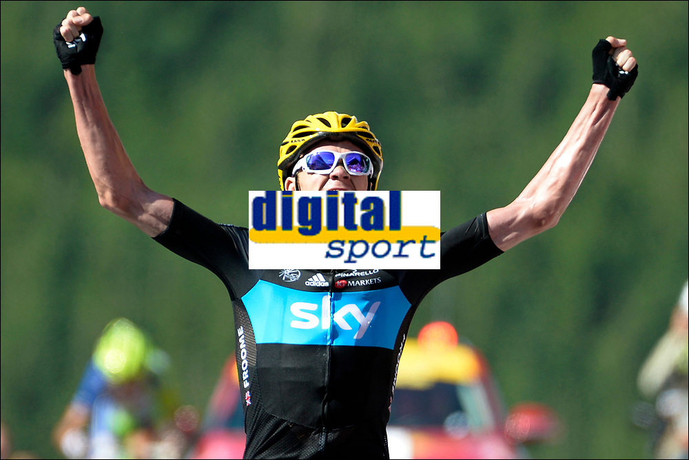 Sykkel<br /> Foto: PhotoNews/Digitalsport<br /> NORWAY ONLY<br /> <br /> LA PLANCHE DES BELLES FILLES - JULY 7:  Christopher Froome (GBr) of Sky Procycling Team celebrates the win of stage six of the Tour de France from Tomblaine to La Planche des Belles Filles on July 7, 2012 in La Planche des Belles Filles, France