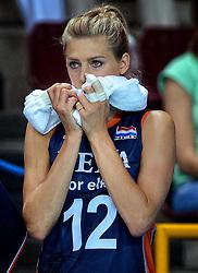 27-09-2014 ITA: World Championship Volleyball Rusland - Nederland, Verona<br /> <br /> Een teleurgestelde Manon Flier bekijkt de wedstrijd vanaf de kant. Nederland verliest het cruciale duel tegen Rusland met 3-1.