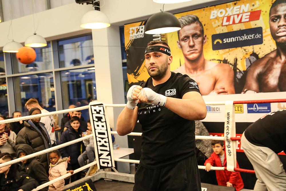 Boxen: Boxen Live, EC Boxing & SES Boxpromotion, Hamburg, 15.01.2020<br /> Öffentliches Training: Ali Demirecen<br /> © Torsten Helmke