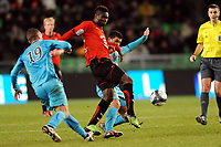 FOOTBALL - FRENCH CHAMPIONSHIP 2009/2010 - L1 - STADE RENNAIS v RC LENS - 16/01/2010 - PHOTO PASCAL ALLEE / DPPI - ALEXANDER TETTEY (RENNES) / ROMAIN SARTRE AND ADIL HERMACH (LENS)