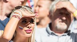 26.06.2016, Stade Pierre Mauroy, Lille, FRA, UEFA Euro 2016, Deutschland vs Slowakei, Achtelfinale, im Bild ein weiblicher Slowakei Fan // Slovakian Women during round of 16 match between Germany and Slovakia of the UEFA EURO 2016 France at the Stade Pierre Mauroy in Lille, France on 2016/06/26. EXPA Pictures © 2016, PhotoCredit: EXPA/ JFK