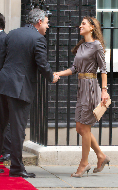 LONDON, ENGLAND - JUNE 22:  Prime Minister Grodon Brown greets Rania Al Abdullah Queen of Jordan on arrival  at Downing Street on June 22, 2009 in London, England.  (Photo by Marco Secchi/Getty Images)